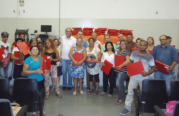Pelo segundo ano, estudantes do CMEJA recebem o material escolar da Prefeitura