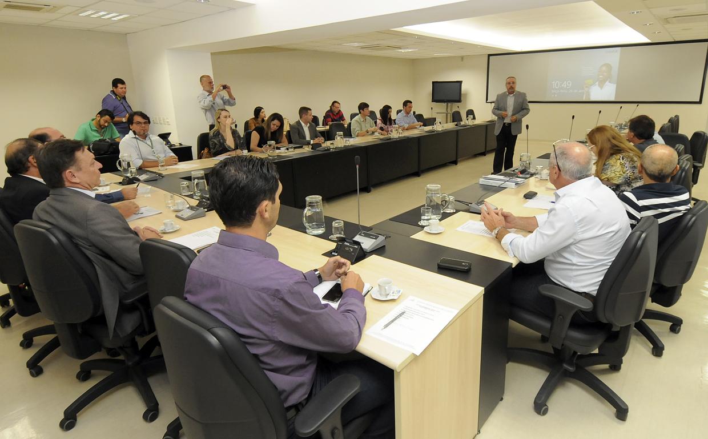 Reunião foi realizada no Paço com representantes dos seis municípios