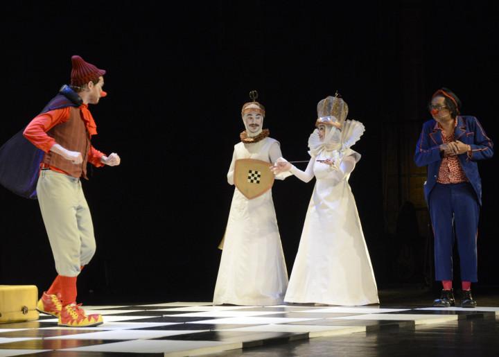 Jogando no Quintal levou história infantil ao Polytheama