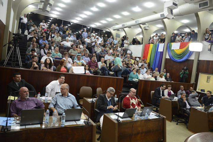 Auditório da Câmara esteve lotado, em grande parte por delegados do Plano