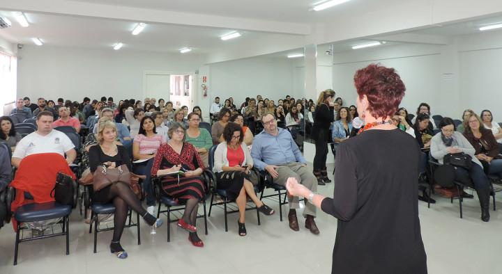 Profissionais da saúde e estudantes participaram do seminário