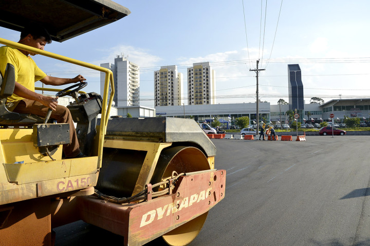 Está sendo recapeado o trecho entre a avenida São João e o viaduto Euclides O. Figueiredo