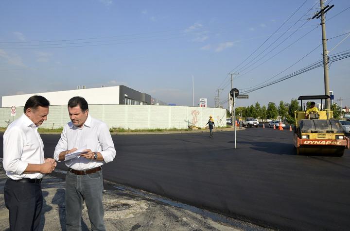 Bigardi e Júnior Aprillanti vistoriam recapeamento da Ozanan