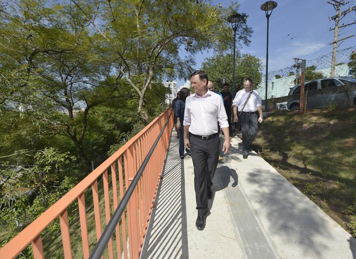 Prefeito Pedro Bigardi visita o novo Escadão, mais um patrimônio recuperado na cidade