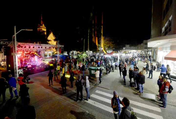 Nem a noite fria afastou o público do evento que mistura cultura e gastronomia