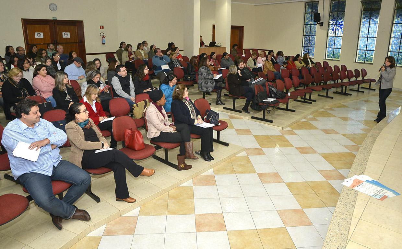 Encontro reuniu entidades e profissionais e usuários da assistência social