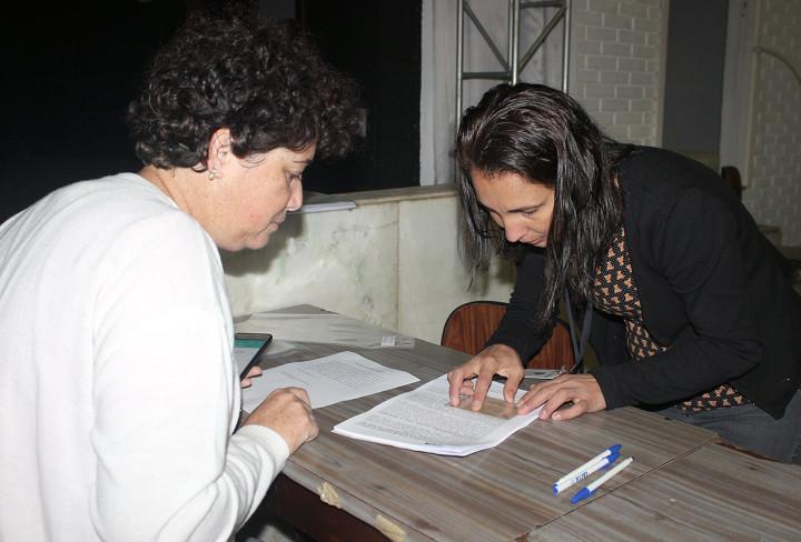 Moradores estavam empolgados com a assinatura do contrato