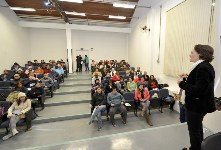 Claudia Regina Sartori falou sobre vários assuntos aos idosos