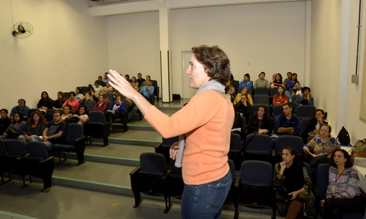 Responsável pela coordenadoria, Cláudia Regina Sartori falou com o grupo