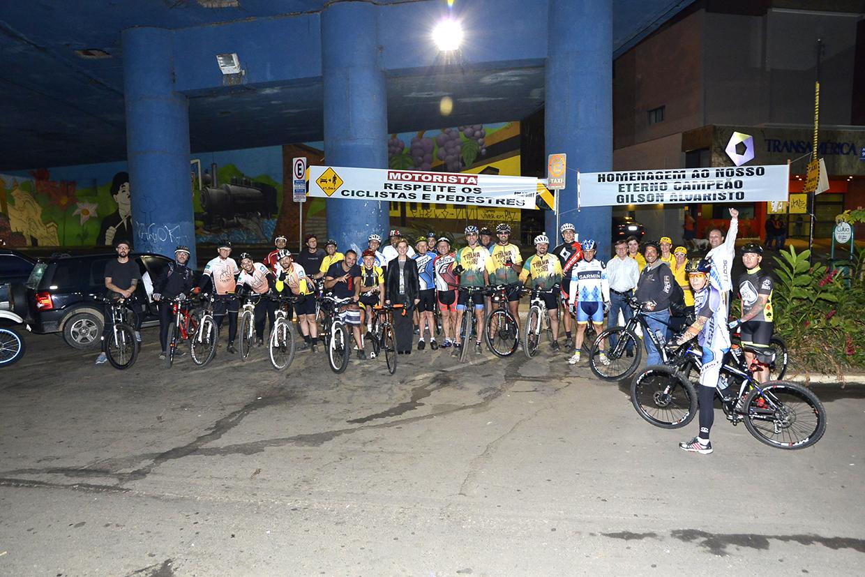 """Evento também homenageou ciclistas e teve presença de """"inspirador"""" de 90 anos"""
