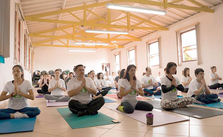 Prática de yoga no Parque da Cidade foi parte da programação