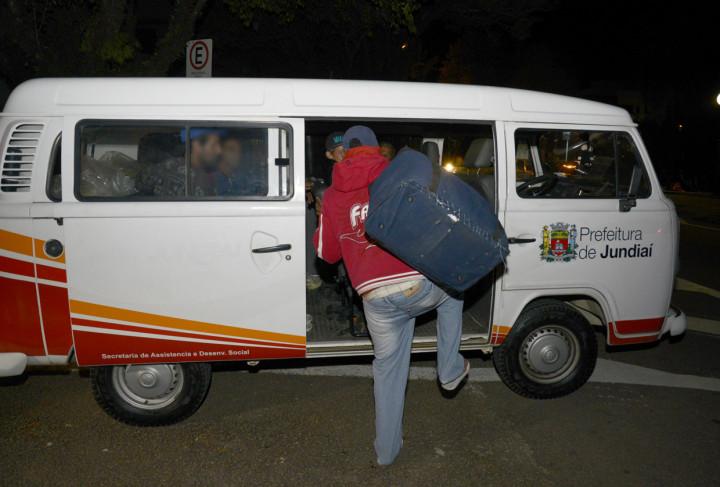 Moradores de rua são encaminhados para os abrigos por equipes da Semads