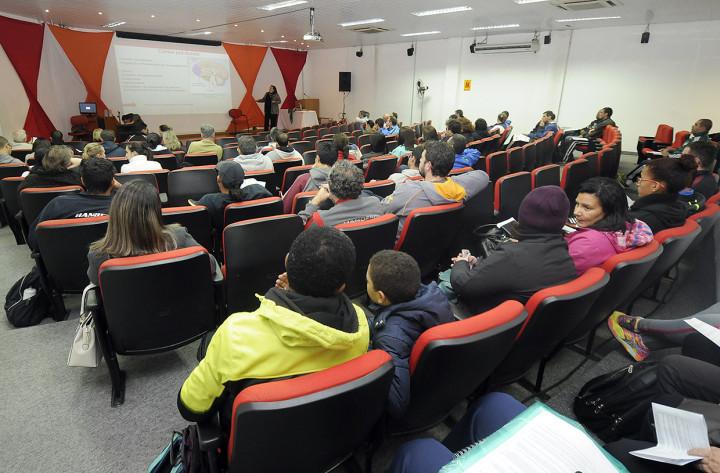 Educadores físicos participaram da palestra