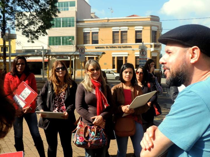 Participantes percorrem pontos históricos da região central
