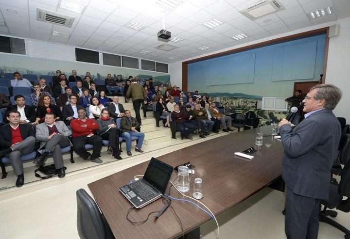 Folgozi apresenta projeto do BRT