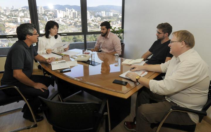 Reunião de Planejamento e Meio Ambiente com Serviços Públicos