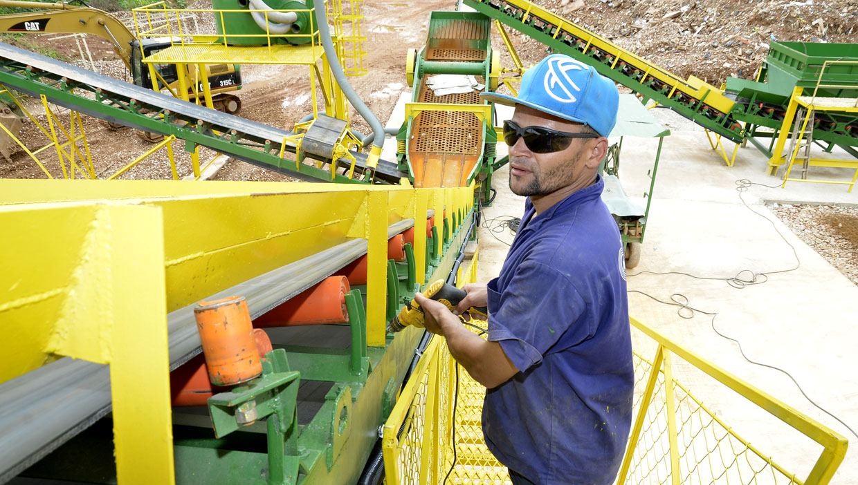 Investimento em novas tecnologias no tratamento de resíduos sólidos