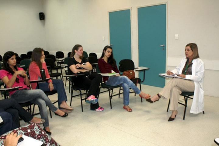 Tania Pupo, da FMJ, coordenou a roda com estudantes