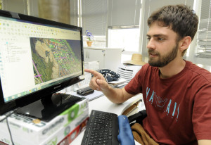 O sistema identifica as áreas por setor, quadra e árvore, mostrando resultados desde uma rua até uma região inteira