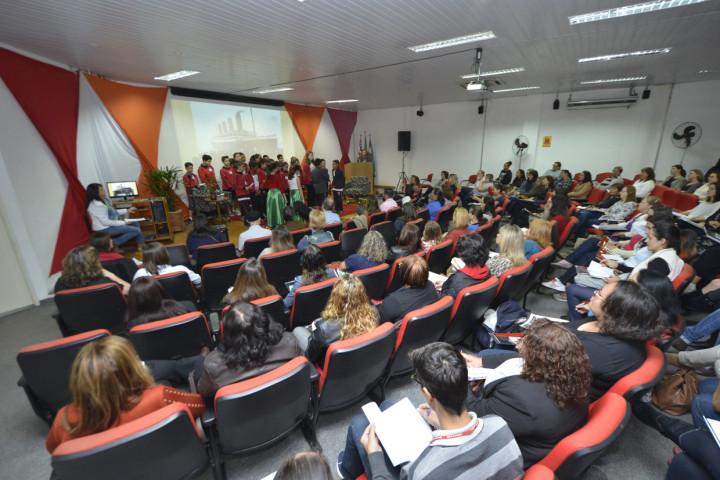 Cerca de 400 pessoas participaram da abertura do evento