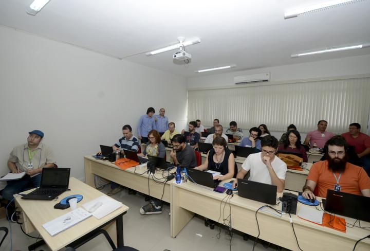Técnicos de diversas pastas em oficina de integração de dados
