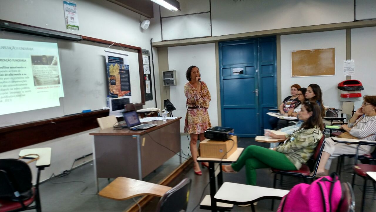 Tatiana apresentou trabalho desenvolvido pela Fumas em seminário nacional de urbanização e favelas