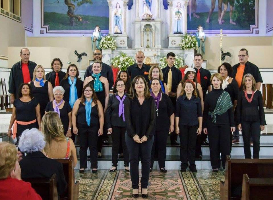 Coro jundiaiense entoa cânticos natalinos e demais mescla de repertório brasileiro e internacional