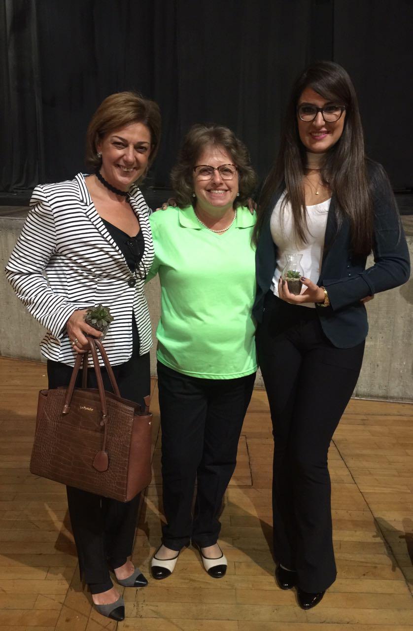 Primeira dama Margarete Geraldo Bigardi e sua filha Patrícia durante visita à Casa da Fonte, coordenada por Maria Cristina Castilho de Andrade