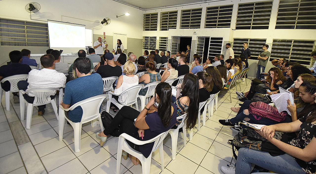 Gestor da UGPUMA presenta as mudanças aos moradores da região