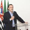 Gestor Gustavo Maryssael fala para plateia na Sala Elis Regina