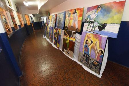 Exposição no corredor do Complexo Esportivo Dr. Nicolino de Luca