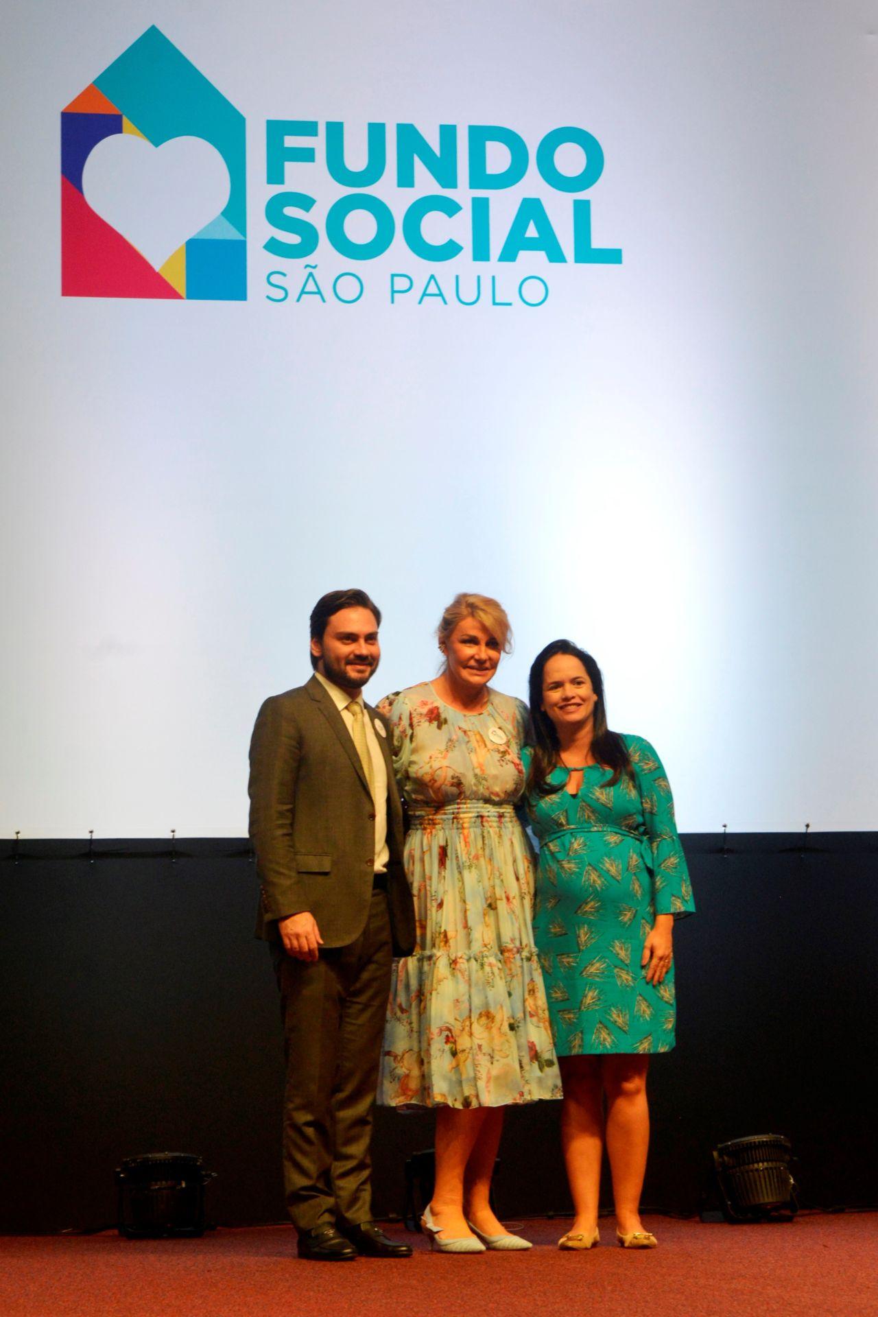 Filipe Sabará, Bia Dória e Vanessa Machado posam para foto
