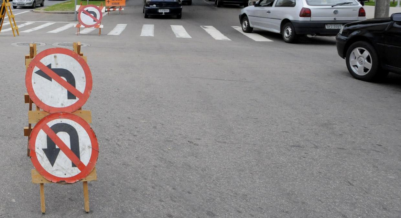 Placas de desvio na rua