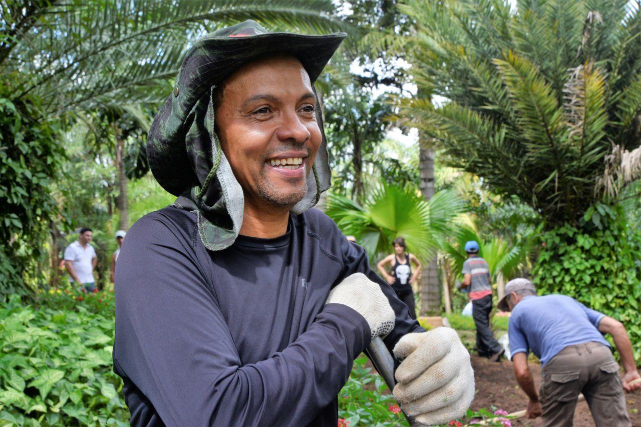 Salvador durante aula no Jardim Botânico