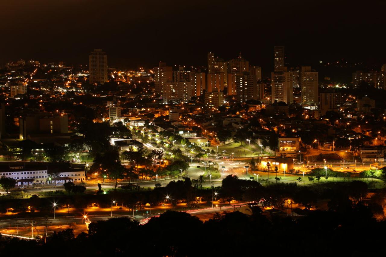 Vista panorâmica de Jundiaí, à noite