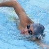 Atleta da natação na piscina