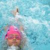 Criança nadando