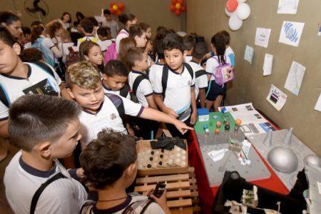 Estudantes do sistema municipal de ensino conhecem experimento científico