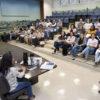 Auditório do Paço, com mesa composta e auditório preenchido por servidores