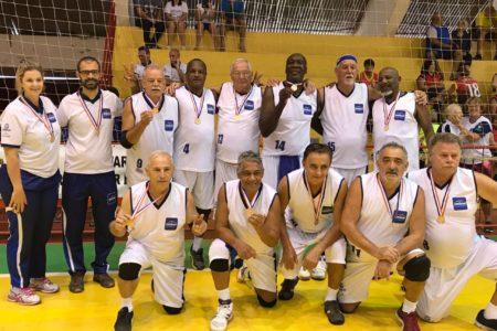 Equipe de voleibol adaptado em partida em 2018