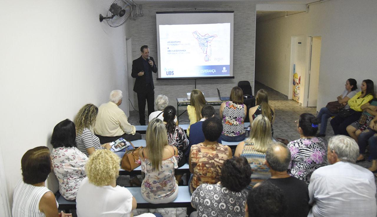 Gestor de Saúde faz apresentação para população em sala