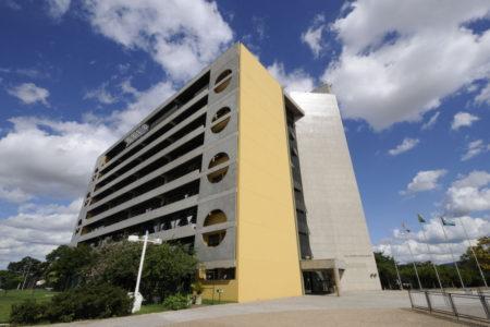 Foto da lateral do prédio do Paço Municipal