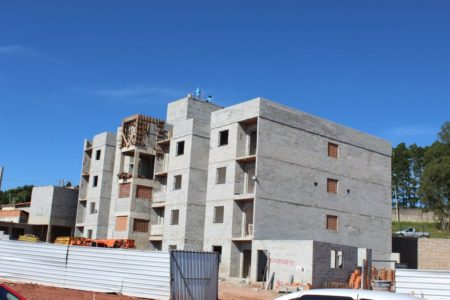 Foto de prédio em construção