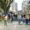 Calçadão da rua Barão de Jundiaí, com transeuntes passando