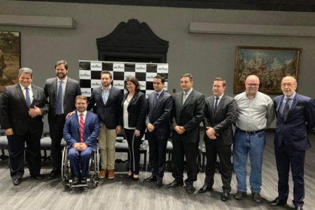 Em foto posada, prefeitos estão alinhados