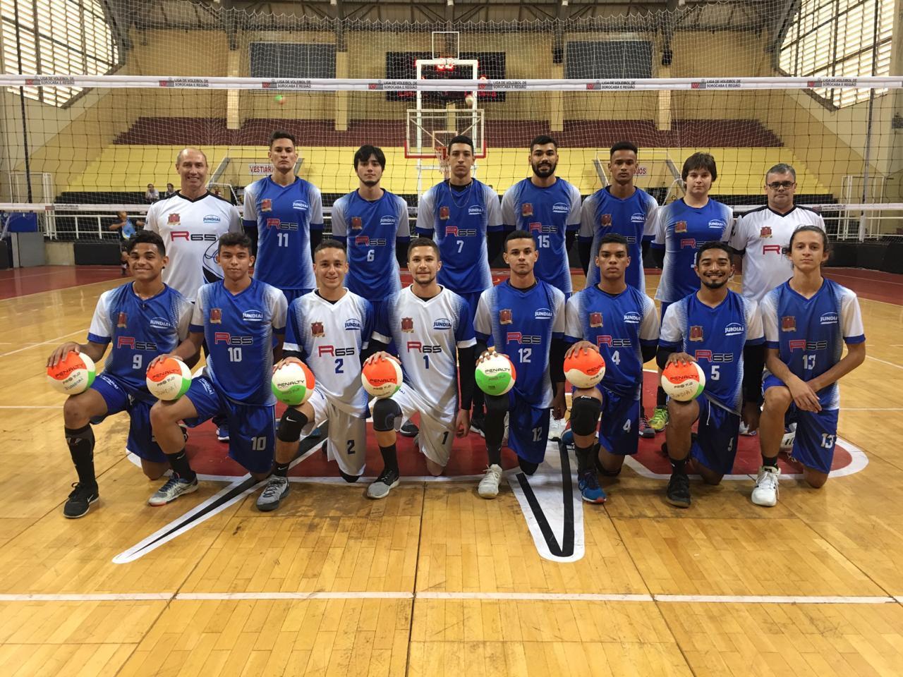 Foto posada de time de futsal em quadra