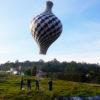 Guardas seguram cordas de balão