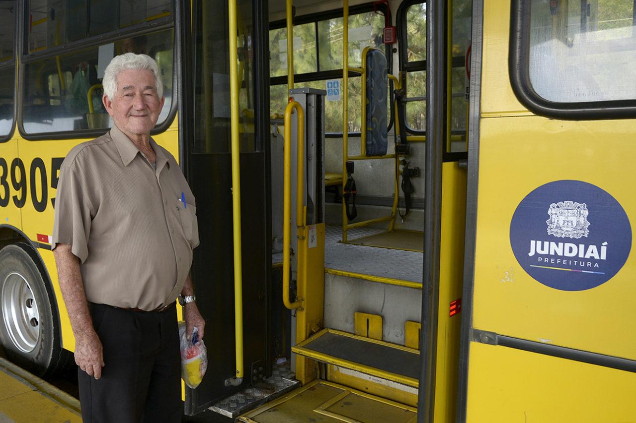 Ataíde Costa de Oliveira ficou feliz com o ônibus 566 passando no seu bairro