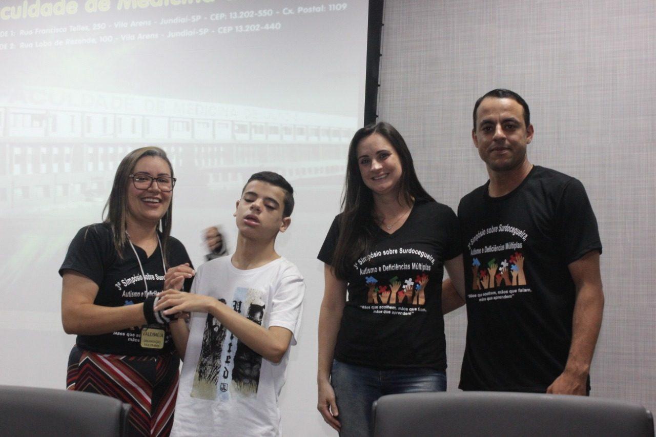Professora Valdinéia, Gustavo e os pais do jovem, Jéssica e Samuel