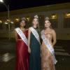 Mulheres em traje de gala em foto posada